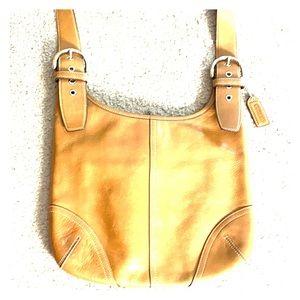 💕 Coach tan medium leather vintage crossbody 💕